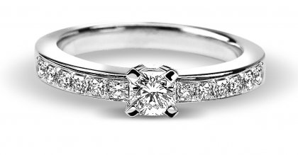 The Flanders Collection Solitaire Flanders RNG83B-048